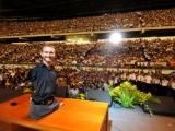 Bez rokām un kājām evanģēlists Nick Vujicic: Nekad nepadodies!