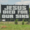 01.10.2013. Ārvalstīs: Kravas mašīnas šoferis izvieto reklāmas plakātus ar Bībeles frāzēm