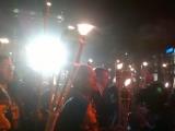 """19.11.2013. Apmēram 12 400 cilvēku apvienoja """"Lāpu gājiens"""" (videoreportāža)"""