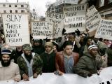 Musulmaņa ņirgāšanās par kristiešu kapiem Somijā izraisa sašutumu VIDEO
