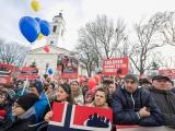 Rumānijā savākti 1,35 mlj. parakstu izmaiņām Konstitūcijā, paredzot, ka laulība ir 1vīrieša un 1sievietes savienība.