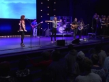 """""""Bethel Church"""" norisinājās spontāna pielūgsme dziesmas """"Esi paaugstināts"""" pavadībā"""
