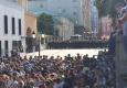 Maskava: Priesteris ielaiž templī no AMON bēgošos protestētājus un kopā aizlūdz par MIERU un MĪLESTĪBU